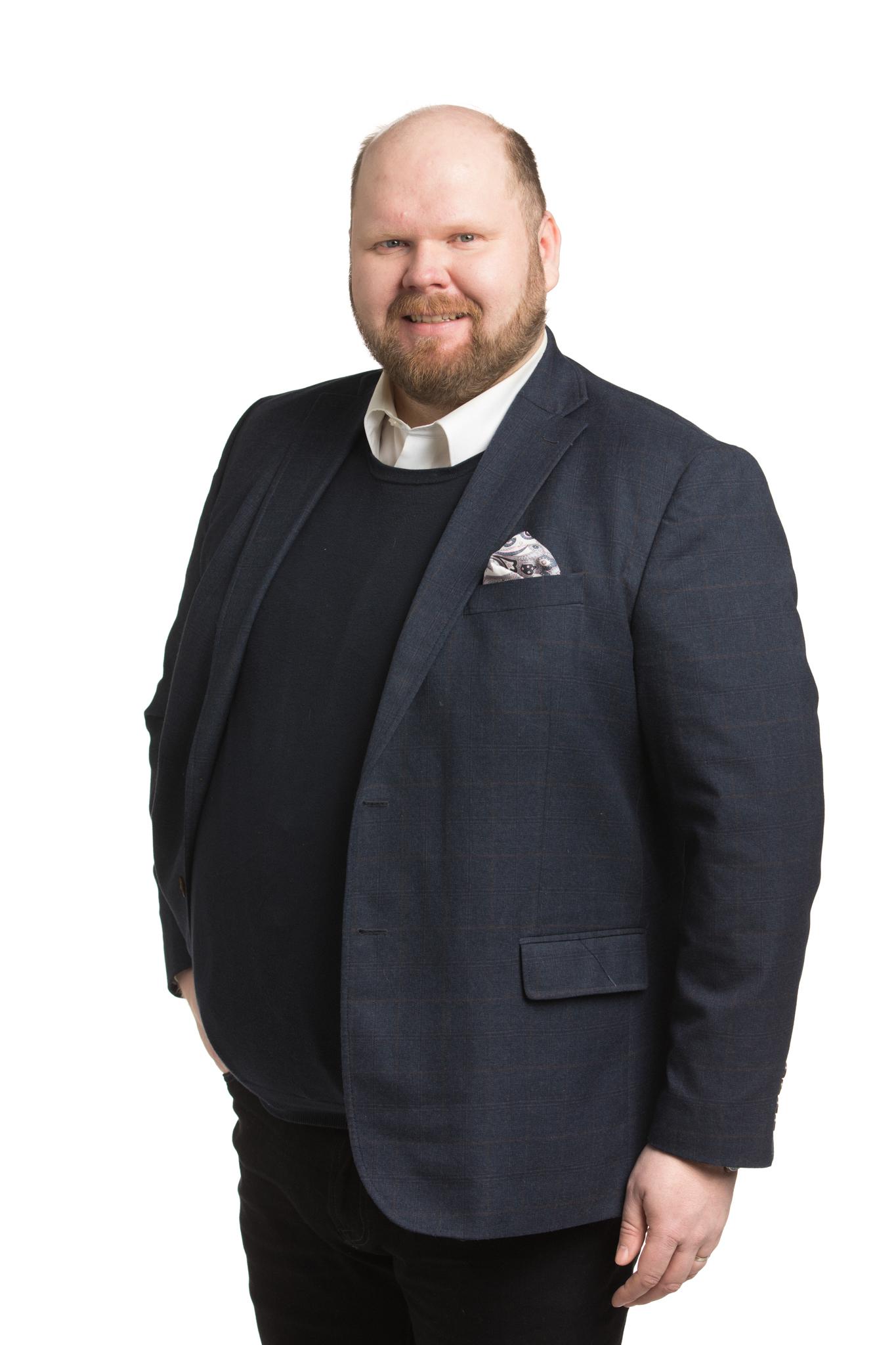 Brunni Antti : Espoon Vihreiden puheenjohtaja, kaupunginhallituksen varajäsen, kaupunginhallituksen tila- ja asuntojaoston jäsen, kaupunginhallituksen elinkeino- ja kilpailukykyjaoston varajäsen
