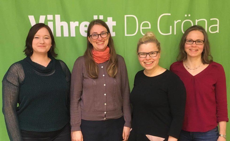 Kuvassa 18.5 pidetyssä yleiskokouksessa Henna Partanen, Inka Hopsu, Saara Hyrkkö ja Tiina Elo.