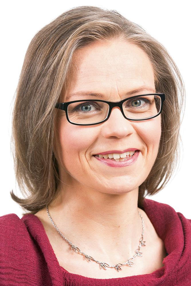 Elo Tiina : kansanedustaja, valtuutettu, osallistuva Espoo ohjelmaryhmän varapuheenjohtaja, maakuntahallituksen varajäsen